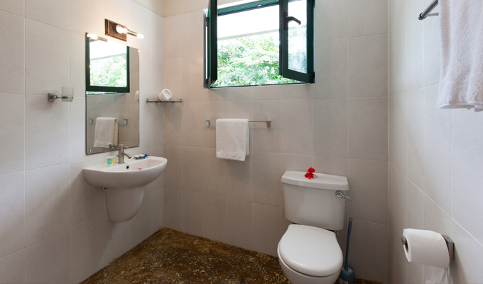 Accommodation_on_La_Digue_Seychelles_bathroom1